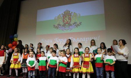 Българското училище в Аугсбург отбеляза националния празник на България с празничен концерт